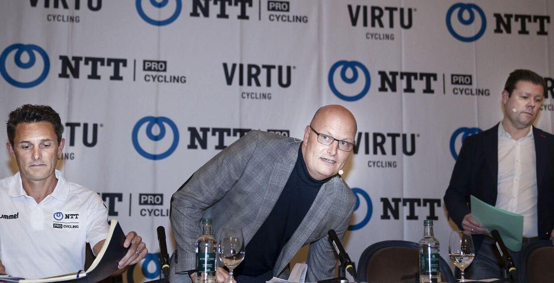 Bjarne Riis, medejer af Virtu Cycling, Douglas Ryder og Anders Gram på pressemødet i København.