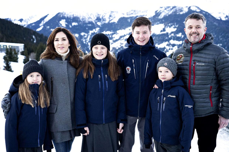 Pressefotografering af Kronprinsfamilien i forbindelse med børnenes skolestart på Lemania-Verbier International School i Verbier, Schweiz.