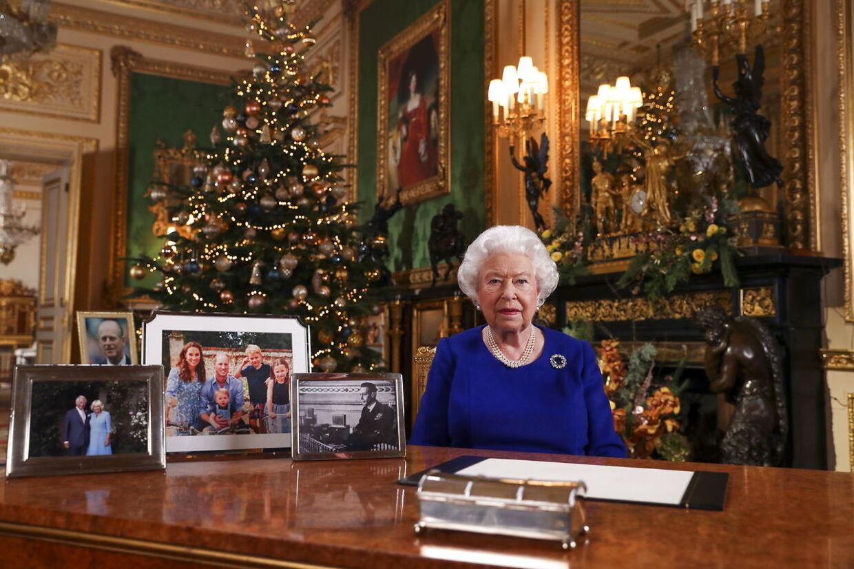 Her ses dronningen under sin tale 25. december, hvor man kan se, at prins Harry og hertuginde Meghan mangler på bordet.