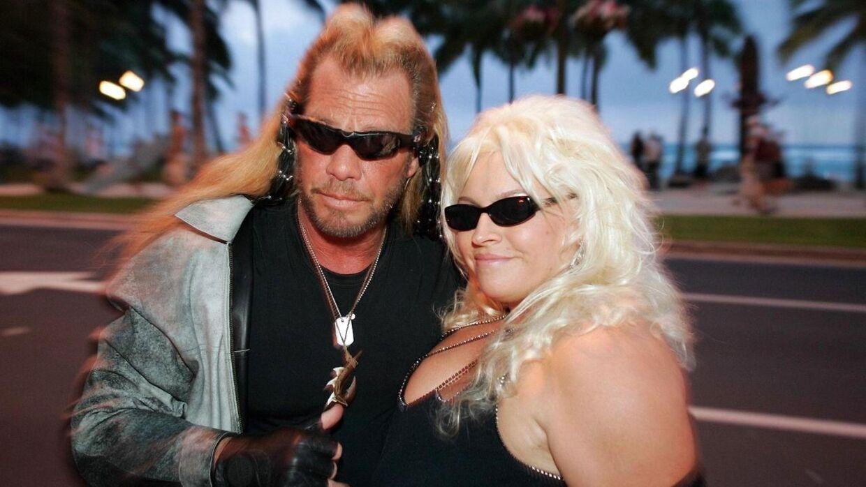 Duane Chapman med sin afdøde kone Beth i 2006. Han er nu sammen med hendes mangeårige personlige assistent, som tidligere har været kærester med en af Duane Chapmans 10 sønner. (Arkivfoto/Scanpix)