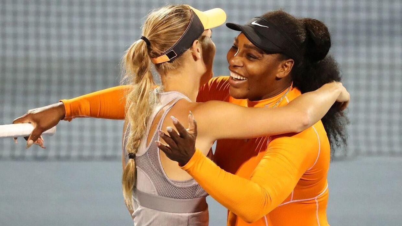 Caroline Wozniacki kan vinde sin blot tredje doubletitel i karrieren, når hun søndag morgen sammen med veninden Serena Williams spiller finale i ASB Classic i Auckland, New Zeland.
