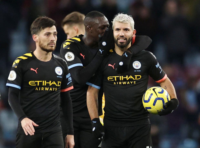 Sergio Agüero skulle have bolden med hjem efter kampen mod Aston Villa, som traditionen foreskriver det efter et hattrick.