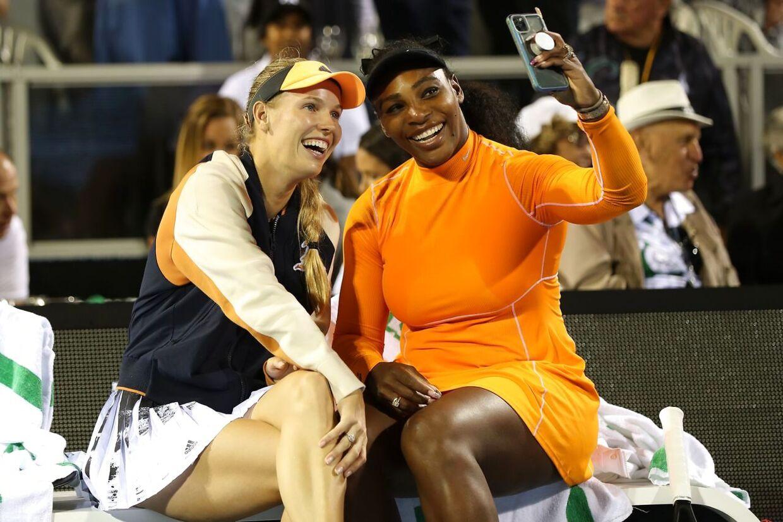 Caroline Wozniacki og Serena Williams tabte damedoublefinalen ved WTA-turneringen ASB Classic i Auckland til amerikanerne Asia Muhammad og Taylor Townsend.