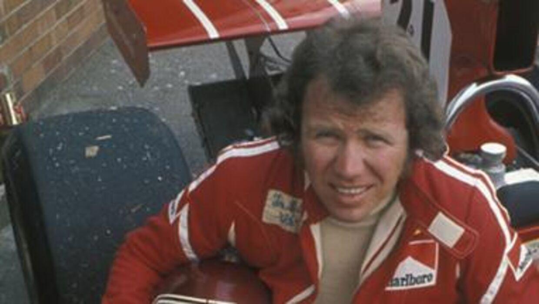 Tom Belsø, der i Sydafrikas Grand Prix 1974 (billedet) blev den første dansker i Formel 1, er død 77 år gammel.