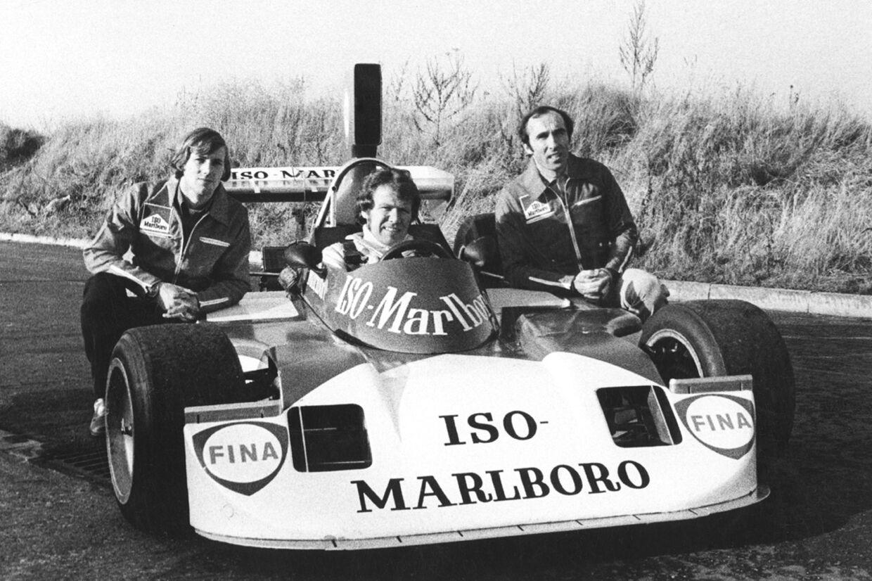 Tom Belsø (i bilen) og teamchef Frank Williams inden 1974-sæsonen. Til venstre bilens designer, Jim Clarke.