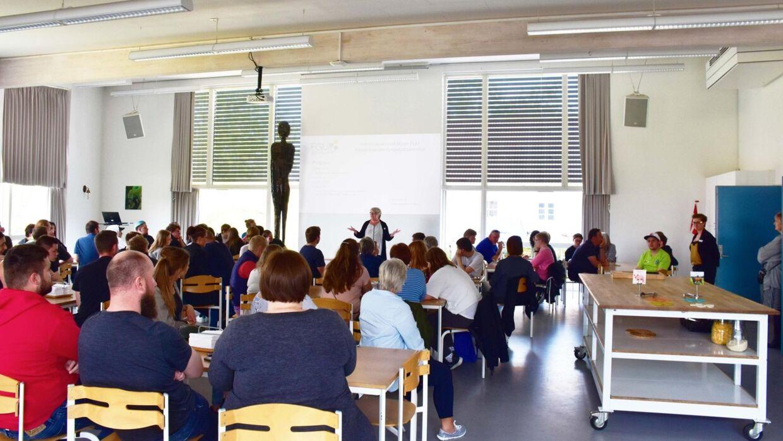 På skolen Forberedende Grundskole Østjylland har man forbudt de ansatte at drikke sodavand i spisepausen.