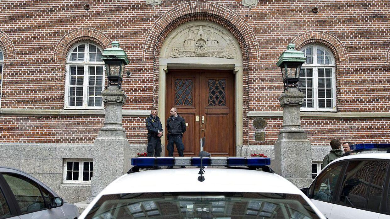 Politi foran Retten i Aarhus (arkivfoto)