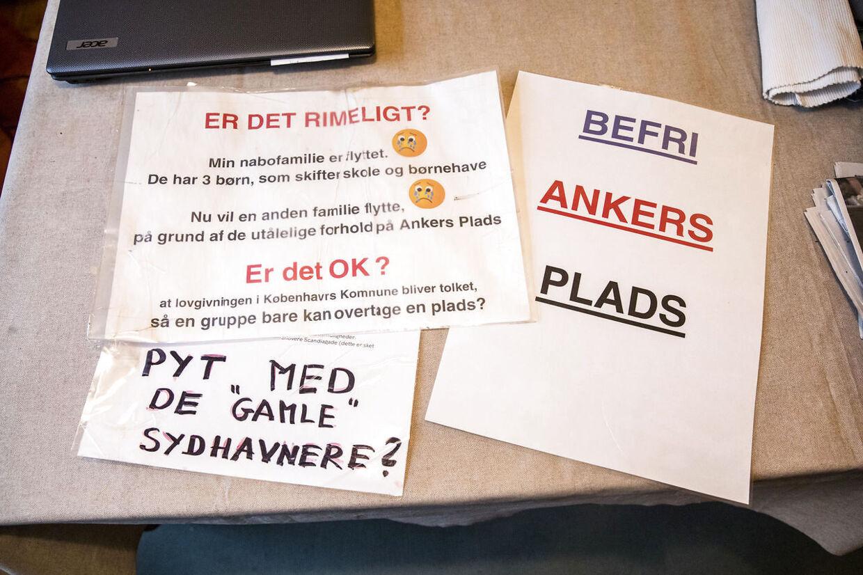 Problemer ved Anker Jørgensens Plads i Sydhavnen. Nogle af de skilte, Ulla Cornett har lavet.