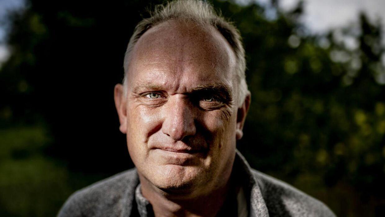 Museumsinspektør, naturvejleder, cand. scient., chefkratlusker, tv-stjerne, debattør, skribent med mere Morten DD Hansen bor i Nr. Snede.