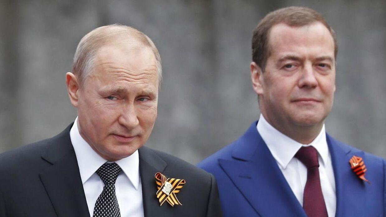 Her ses Vladimir Putin og Dmitrij Medvedev.