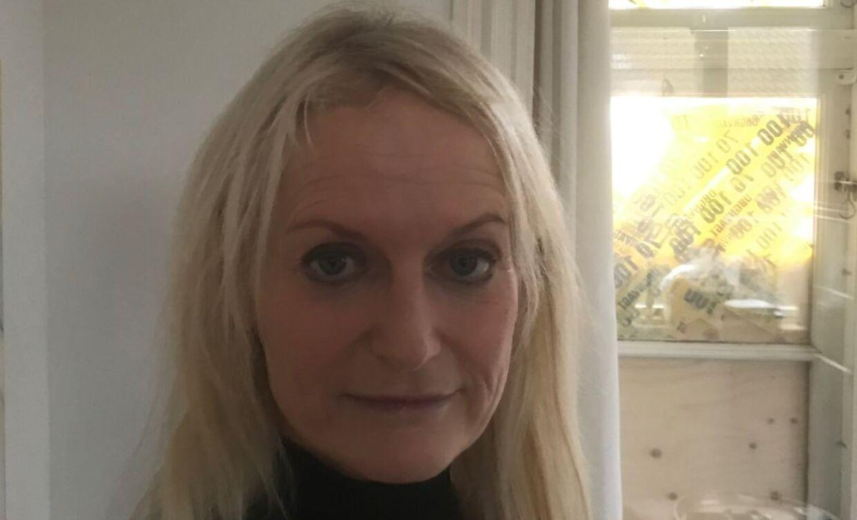 55-årige Trine Kamph havde indbrud i sit hus. Hun føler sin retsfølelse krænket, fordi der ikke kom nogen patrulje, efter naboen havde anmeldt, at indbrudstyve lige havde smadret et vindue for at komme ind i huset. Foto: Thomas Nørmark Krog