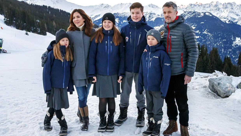 Kronprinsfamilien afslørede for nylig, at de ejer en skihytte i Verbier. Det har affødt kritik. (Foto: Scanpix/ EPA/VALENTIN FLAURAUD)