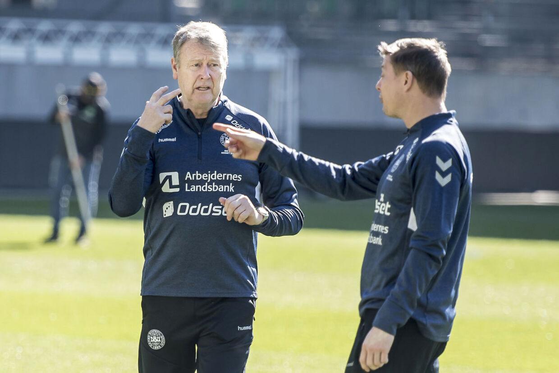 Landstræner Åge Hareide og assistenttræner Jon Dahl Tomasson under det danske fodboldlandsholds træning på Kybun Park i St. Gallen i Schweiz, lørdag den 23. marts 2019.