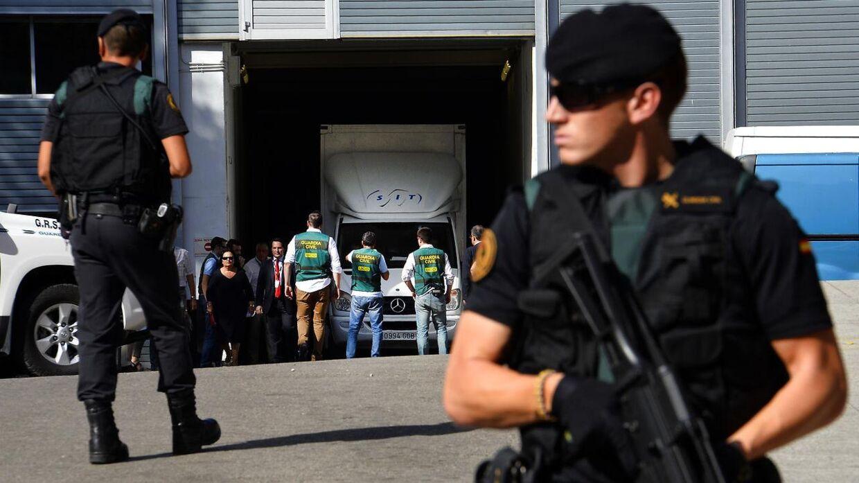 Sikkerhedsopbudet var stort, da det berømte maleri blev overført til Reina Sofia-museet i Madrid.