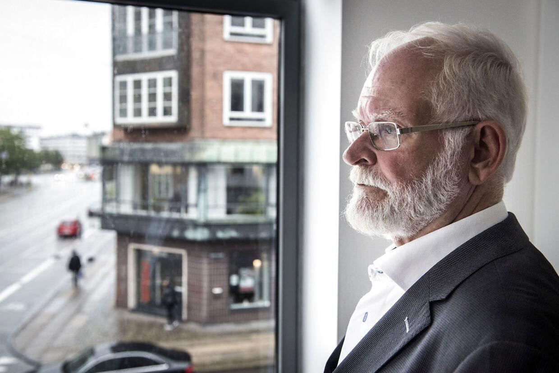 Lars Hedegaard er historiker, journalist, forfatter og formand for Trykkefrihedsselskabet af 2004. Hedegaard blev forsøgt myrdet i 2013.