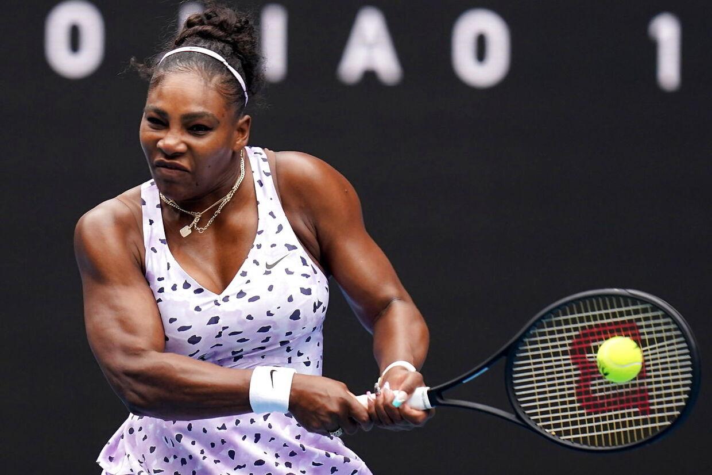 Serena Williams var ganske suveræn i sin første kamp ved Australian Open.