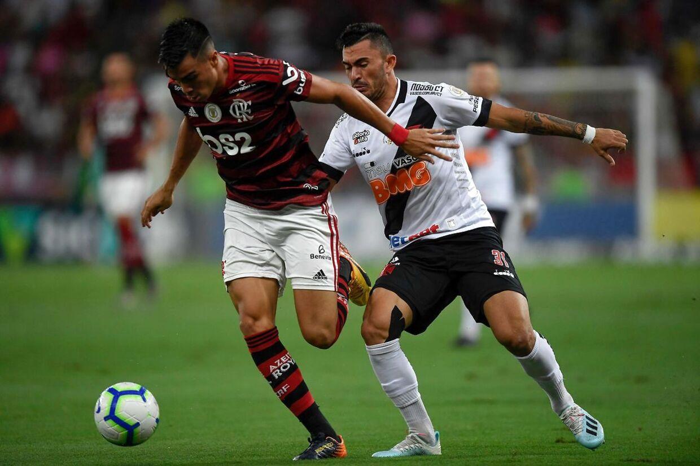 Reinier (tv.) i kamp for Flamengo mod Vasco da Gama.