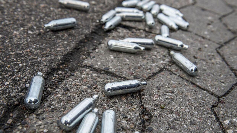 Nu skal det være slut for unge under 18 med at købe lattergaspatroner. (Foto: Scanpix)
