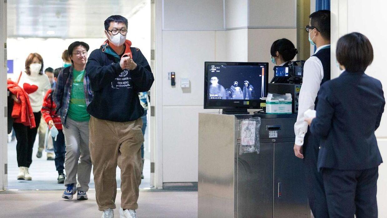 I sydøstasiatiske lufthavne har personalet og mange rejsende masker på af sikkerhedsmæssige årsager. (Foto: Scanpix)