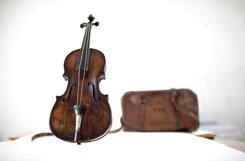Violinen, der blev spillet af Wallace Hartley, da Titanic gik ned.