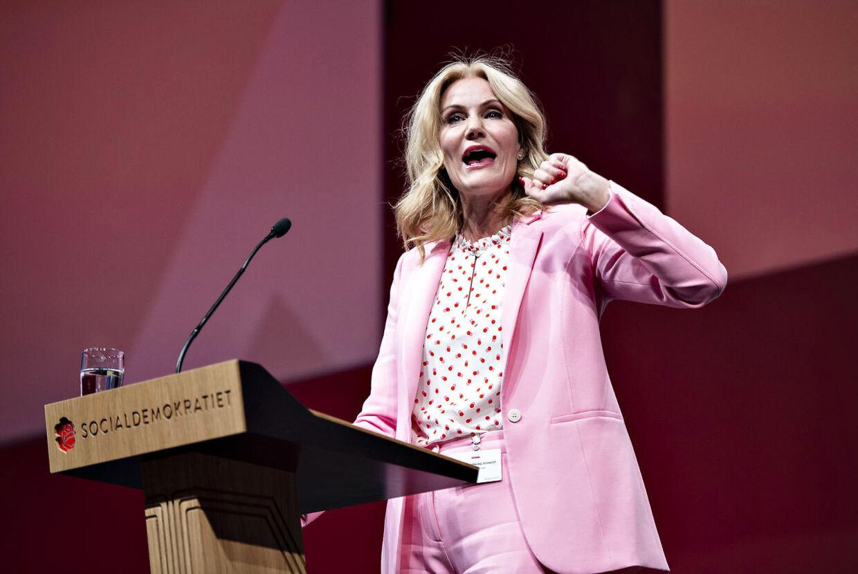Helle Thorning-Schmidt blev under sin tid som S-formand flere gange kritisteret af baglandet for ikke at føre socialdemokratisk politik. Salget af DONG og topskattelettelser var med til at skubbe Thorning væk fra baglandet. FOTO: Hening Bagger.