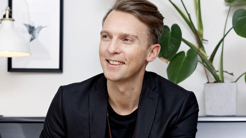 Søren Okholm kæmper for en plads til årets finale i Melodi Grand Prix, der finder sted til marts.