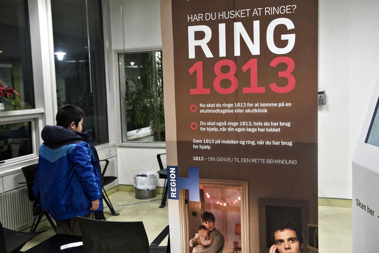 Der var lang ventetid på at komme igennem til akuttelefonen 1813 i juleferien, og der var langt fra nok læger og sygeplejersker på arbejde, viser nye tal fra regionen. (Foto: Jens Nørgaard Larsen/Scanpix 2017)