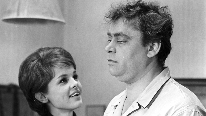 Ghita Nørby har gennem sin karriere medvirket i adskillige film og serier. Her ses hun sammen med Dirch Passer i filmen 'Pigen og pressefotografen' fra 1963.