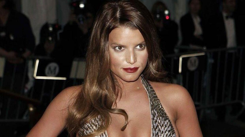 Her ses Jessica Simpson ved Met galaen i 2007, hvor hun var sammen med John Mayer.. REUTERS/Lucas Jackson (UNITED STATES)