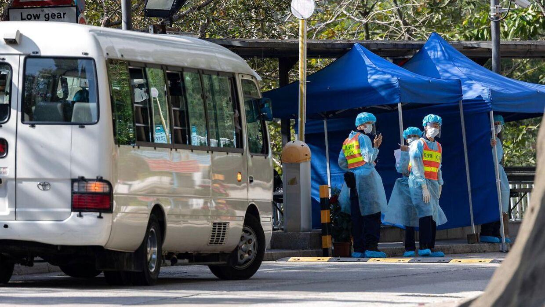 To personer, der er smittet, er i karantæne på Lady MacLehose Holiday Village i Hongkong.