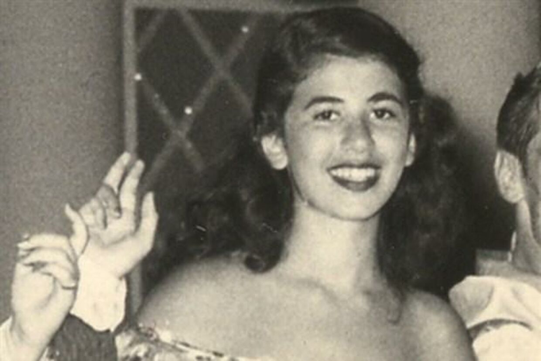 En meget vovet 12-årig Eleanor Bergstein i sit mambo-outfit.