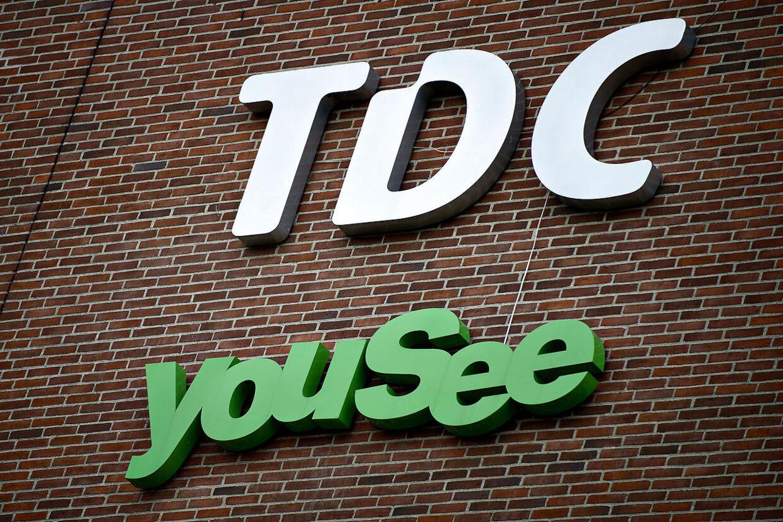 RB, 15-09-2017, kl. 12.41 TDC i strategisk sats på sikkerhedsmarkedet TDC vil være den ledende spiller i Nordeuropa indenfor cybersikkerhed. Telekoncernen ansætter britisk topchef med opkøbserfaring til stå i spidsen for området. Analytiker forudser opkøbsjagt. RB, 11-09-2017, kl. 08.43 (09.31) TDC køber mobilselskabet Plenti for 74 millioner TDC overtager fra dags dato mobilselskabet Plentis cirka 90.000 mobilkunder. RB plus/PFS Arkivfoto: Få flest kanaler for 300 kroner om måneden Du kan få seks ud af de otte mest sete kanaler i en tv-pakke til under 300 kroner om måneden. Men overvej dit behov meget grundigt, siger Forbrugerrådet Tænk.Arkivfoto: TDC snød kunderne med falsk pris BV.: TDC og YouSee facade og logobilleder fotograferet tirsdag d. 7. august. (Foto: Torkil Adsersen/Scanpix 2012). (Foto: Torkil Adsersen/Scanpix 2012)