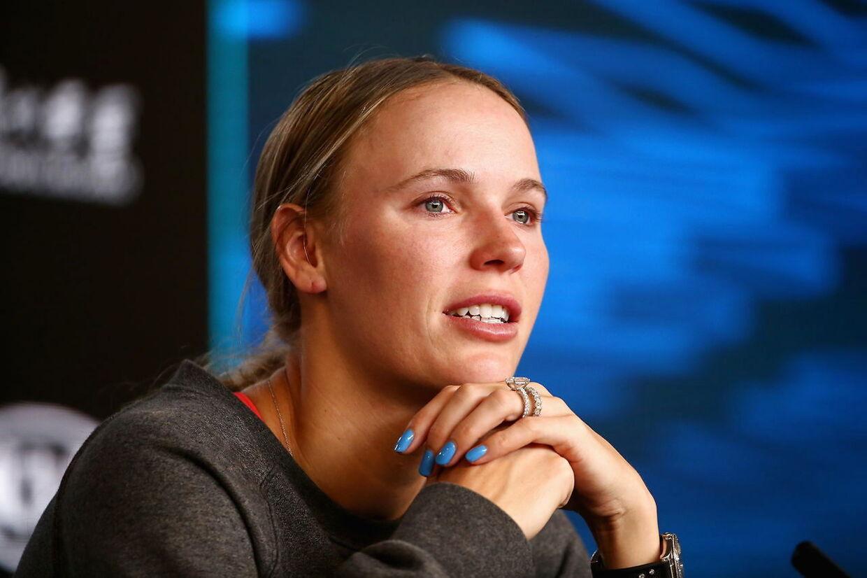 Caroline Wozniacki mødte op til sin tenniskarrieres sidste pressemøde med røde, tårevædede øjne.