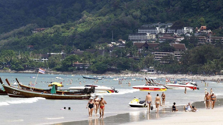 Arkivfoto fra Patong-stranden på den thailandske ferieø Phuket.