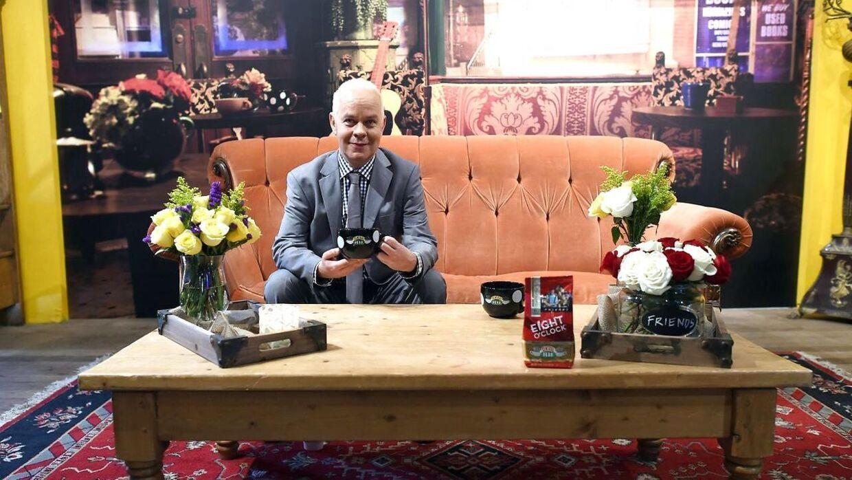 Sådan husker de fleste nok James Michael Tyler. Her ses han på den ikoniske café 'Central Perk' fra serien 'Friends' i forbindelse med seriens 20 års jubilæum i 2014. I serien spiller han rollen som Gunther, der bestyrer selvsamme café.
