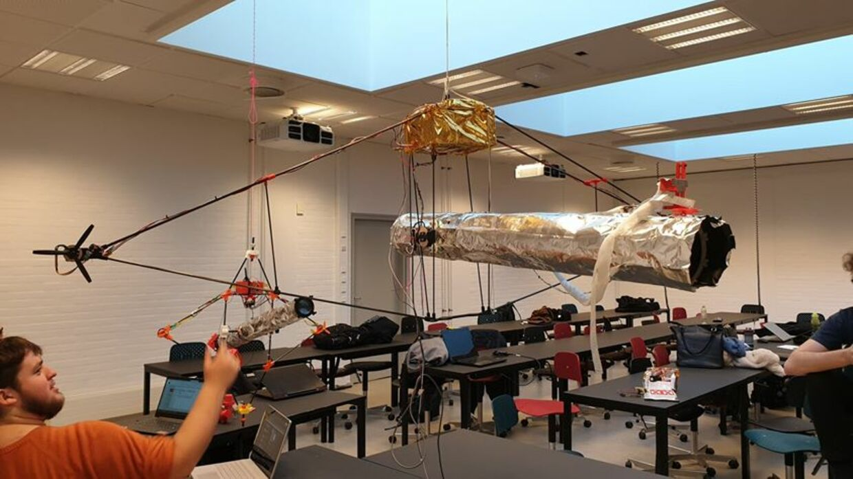 De studerende har selv udsat en dusør på 500 kr. for deres forsvundne rumteleskop, som her ses inden opsendelsen.