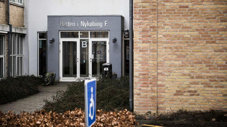 Retten i Nykøbing Falster fandt det bevist, at den tidligere tv-deltager gennem tre timer havde været med til at holde en mand fanget, mens offeret blandt andet blev banket med en kæp og påført stød med en strømpistol.