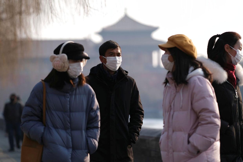 Folk nær Wuhan, hvor den nye veriosn af coronavirusset brød ud. Byen ligger cirka 1000 kilometer fra Hong Kong, hvor der er fem smittede.