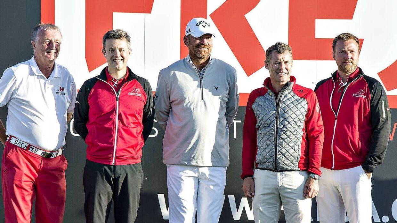Himmerlands Golf & Spa Resort, hvor billedet er taget, har fortsat underskud. Det må Lars Larsens søn, Jacob Brunsborg (yderst til højre) sande.
