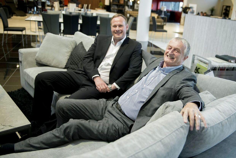 Lars Larsen købte sin afdøde vens livsværk Actona. Her ses han sammen med direktøren i Actona, Torben Villadsen, i 2015.