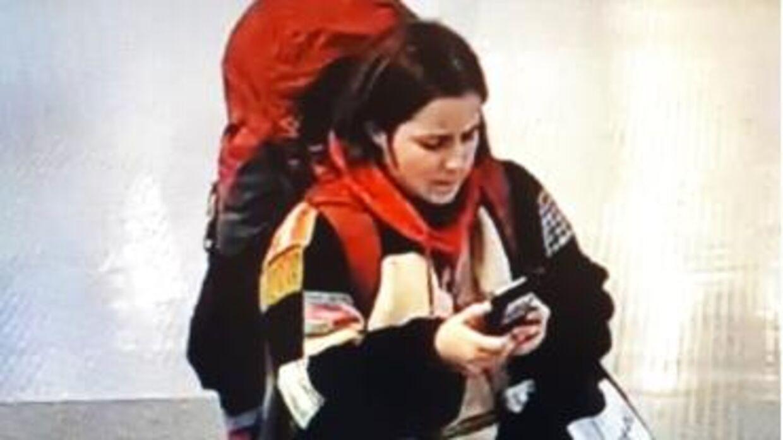 Her er 23-årige Karen Kubel Rolighed fotograferet ved ombordstigningen søndag.