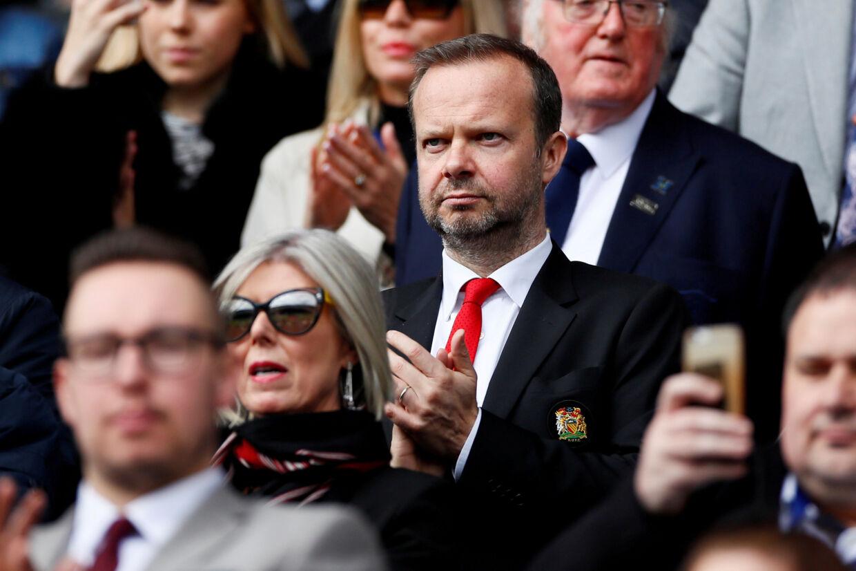 Ifølge mange tilhængere af Manchester United bør Ed Woodward (i midten) fjernes som direktør for klubben. Tirsdag troppede en gruppe fans op foran hans private bolig og affyrede lysblus mod ejendommen. (Arkivfoto) Jason Cairnduff/Ritzau Scanpix