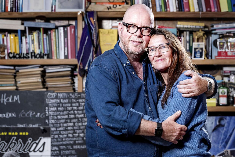 Claus Holm med sin kone Anne, som han har været sammen med i 30 år. Og vil blive gammel sammen med.