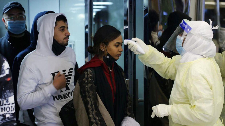 Sikkerheden i kinesiske lufthavne er enorm som følge af coronavirussen.