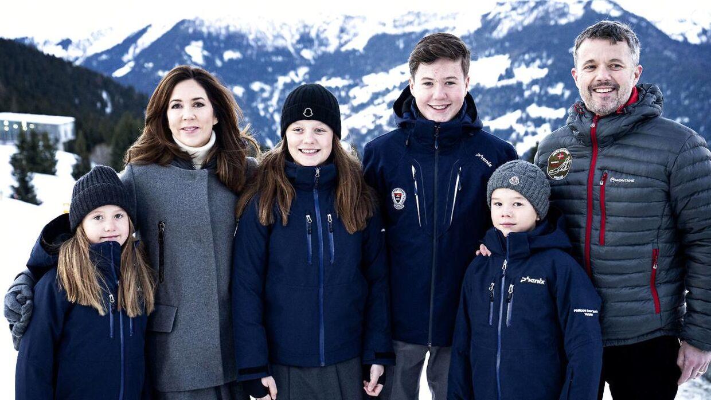 Pressefotografering af kronprinsfamilien i forbindelse med børnenes skolestart på Lemania-Verbier International School i Verbier.