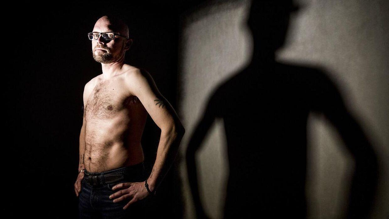 I 27 år har Henrik Christensen haft bulimi. Nu prøver han som 42-årig at sluttede fred med sin krop og sit sind.