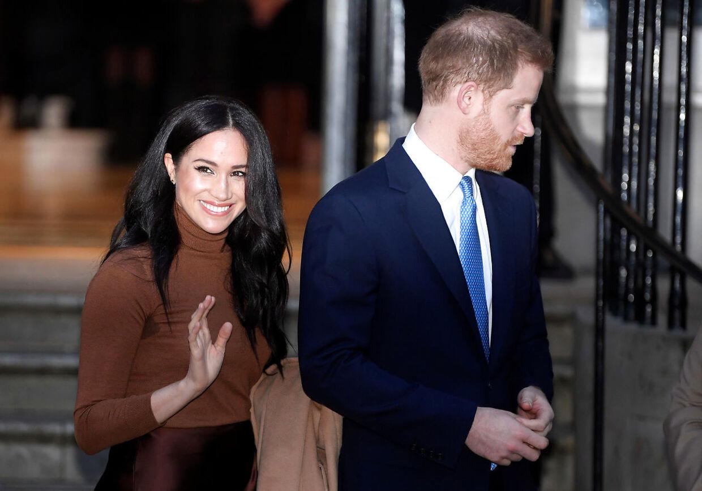 Farvel og tak. Tidligere prins Harry og hertuginde Meghan har trukket sig fra det engelske kongehus og er flyttet til Canada.