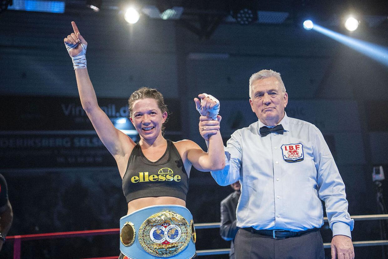 Sarah Mahfoud kæmper om IBF's VM-titel i fjervægt mod den regerende argentinske verdensmester Brenda Karen Carabajal i Frederiksberg Hallerne lørdag den 1. februar 2020. (Foto: Thomas Sjørup/Ritzau Scanpix)