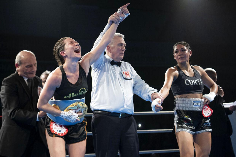 Sarah Mahfoud vandt IBFs VM-titel i fjervægt mod den regerende argentinske verdensmester Brenda Karen Carabajal i Frederiksberg Hallerne natten til søndag den 2. februar 2020. (Foto: Thomas Sjørup/Ritzau Scanpix)
