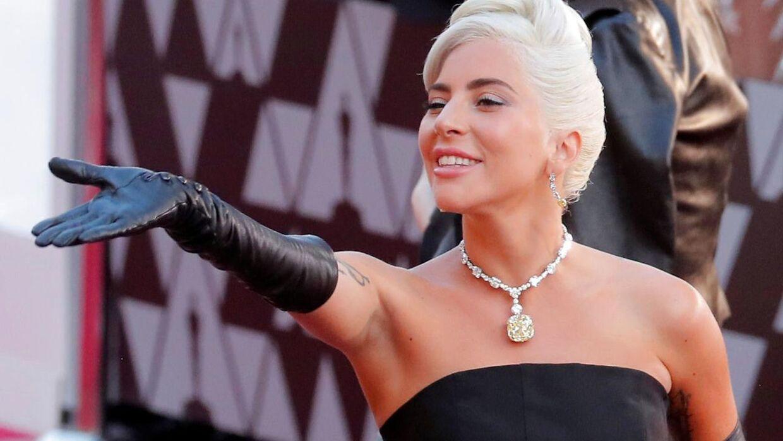 Lady Gaga troppede op til Super Bowl med sin nye kæreste under armen.